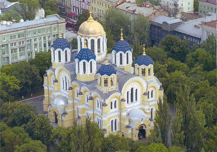В какие храмы Киева люди обращаются за исцелением?