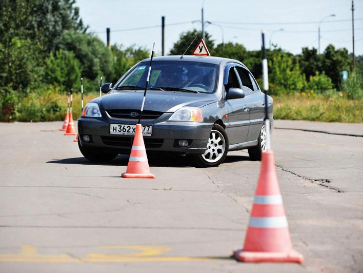 Где учиться водить машину в Киеве?