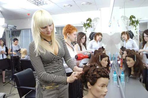 Где закончить курсы и школы парикмахеров в Киеве?